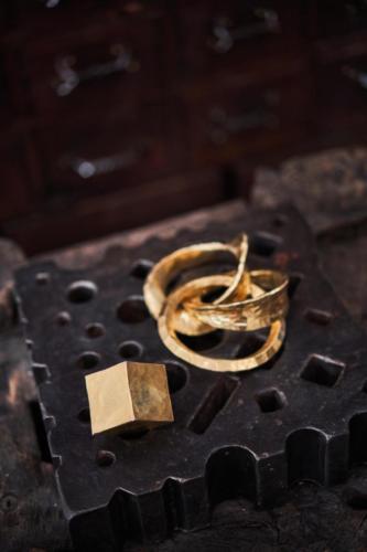 Wie schmiedet man drei Ringe aus einem Würfel